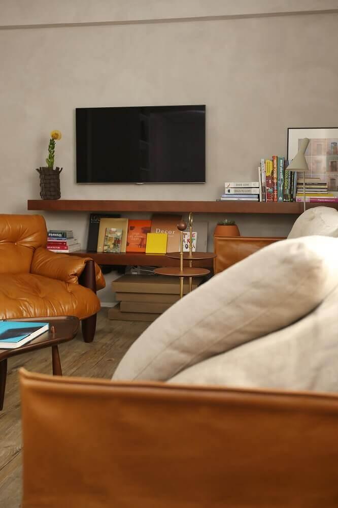 sala de estar com poltrona de couro marrom