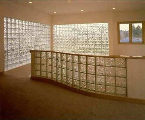Tijolo de vidro em área de escada