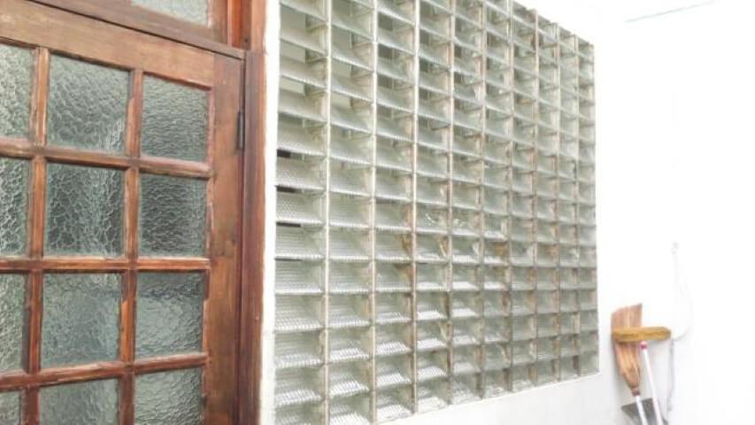 Tijolo de vidro vazado