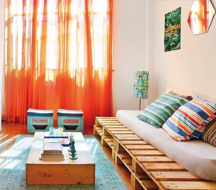 Utilize pallet para decorar a sala de star das casas simples