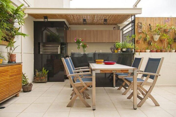 Varanda com churrasqueira externa Projeto de Cristina Barbara