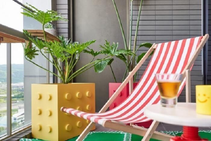 Vaso lego para plantas cria um ambiente divertido na casa