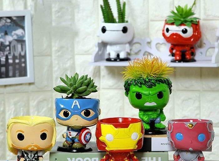 Vasos de plantas em formato de bonecos do filme Os Vingadores