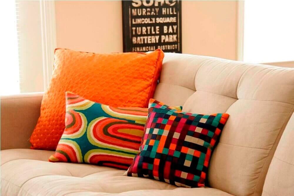 almofadas coloridas para sofá