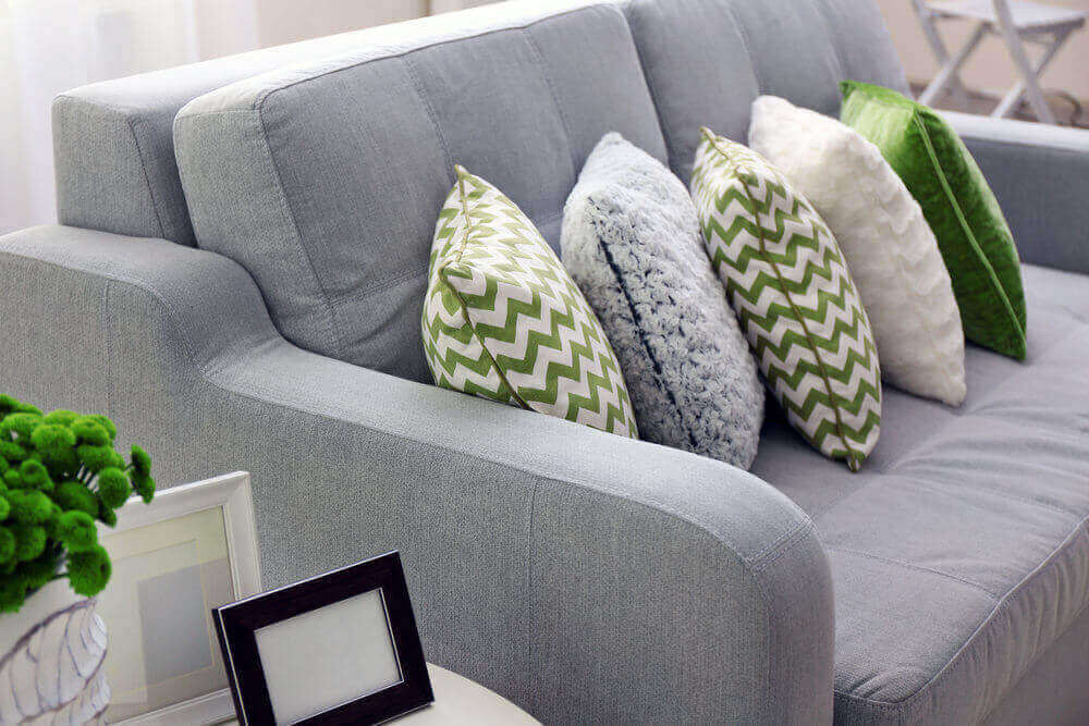 almofadas para sofá cinzas