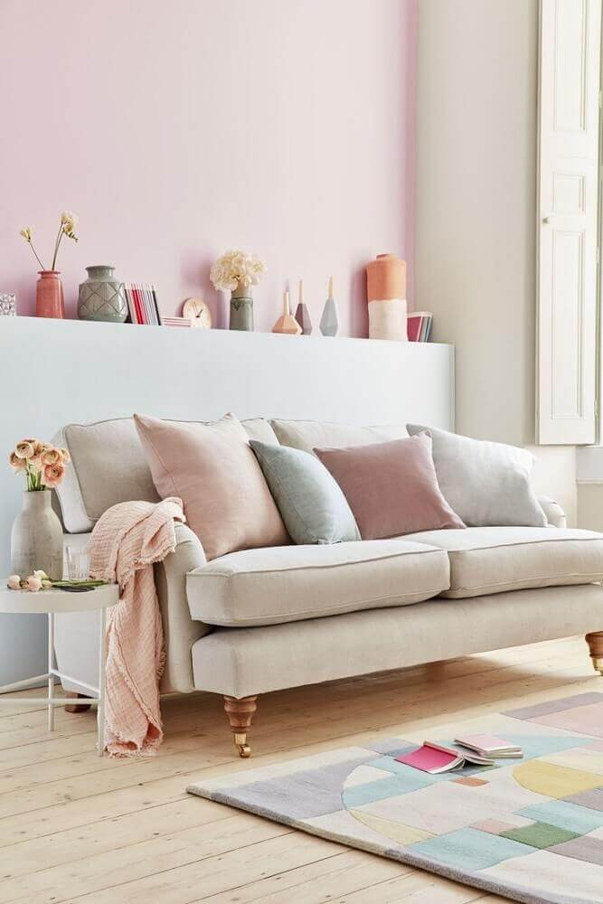 decoração de sala clean com almofadas para sofá