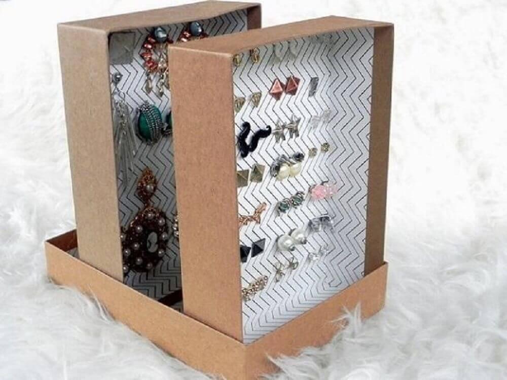 porta bijuteria feito com artesanato com caixa de sapato