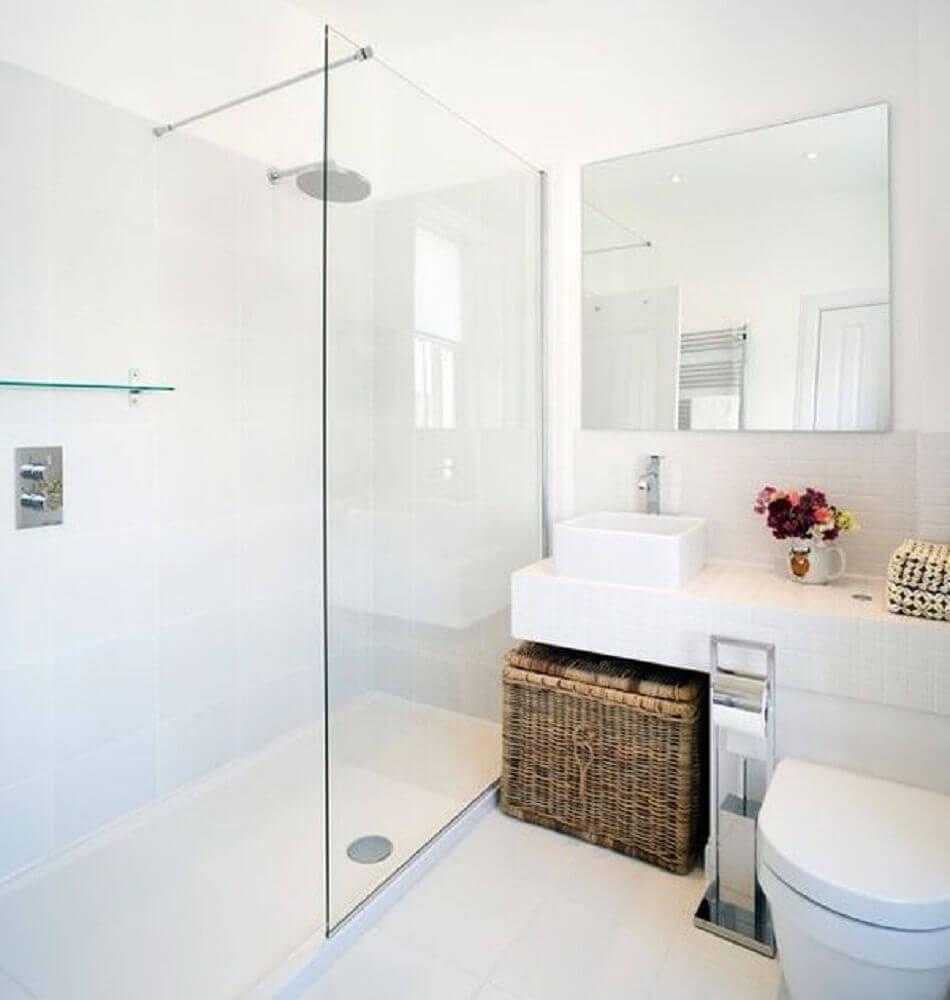 banheiro todo branco