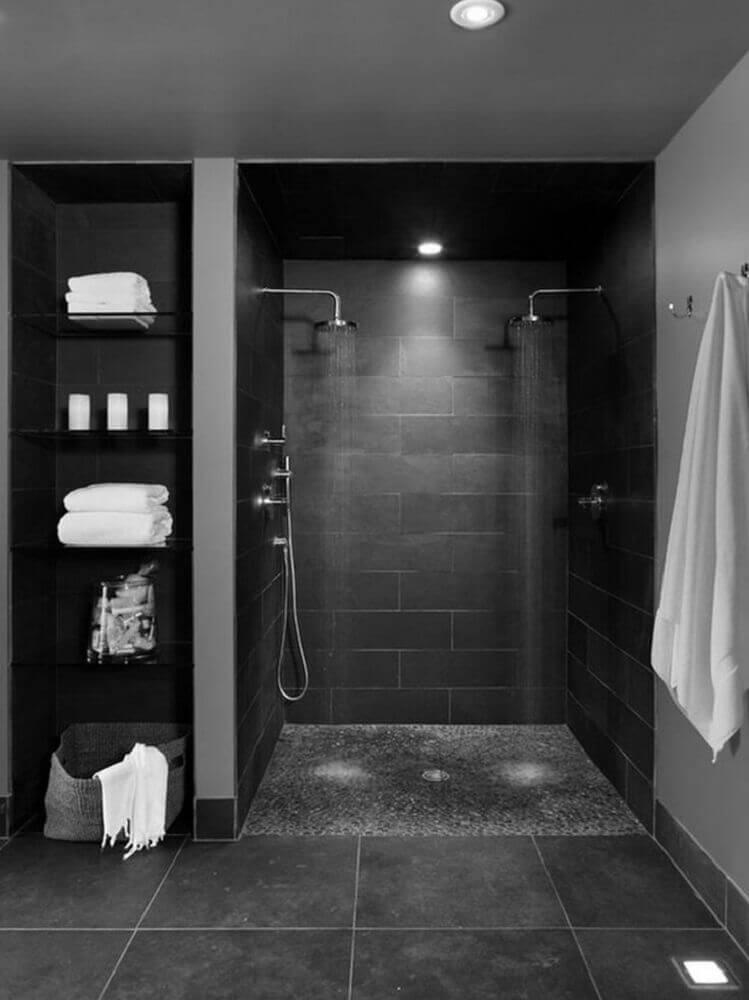 banheiro todo preto e luxuoso