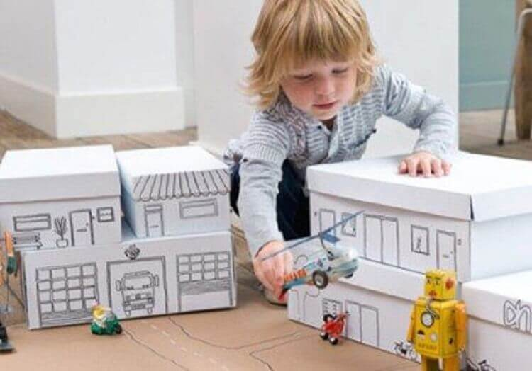 brinquedos com caixas de sapatos