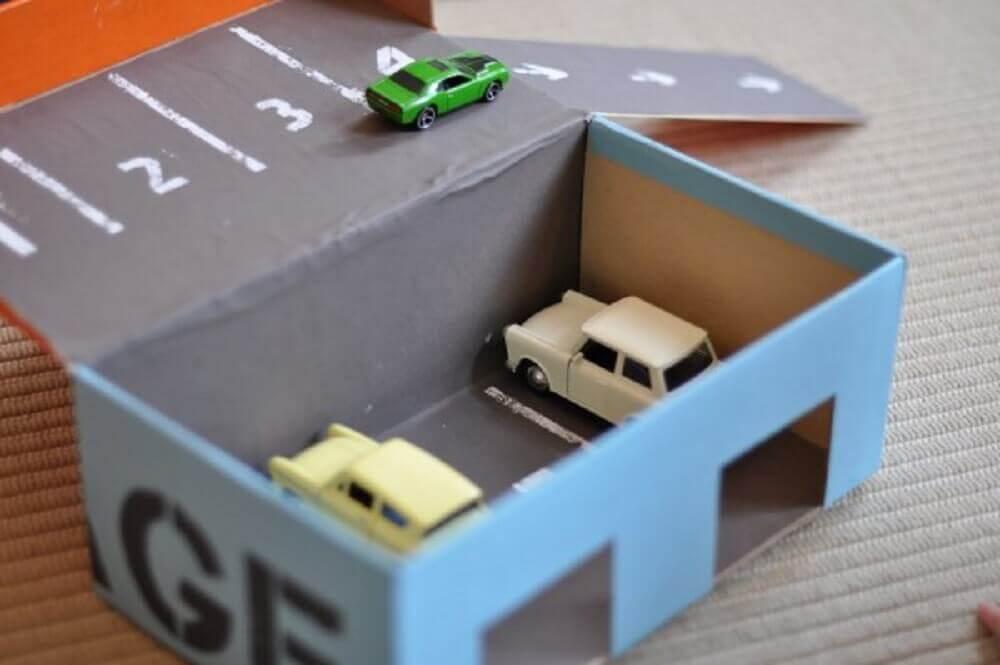 brinquedo com caixa de sapato
