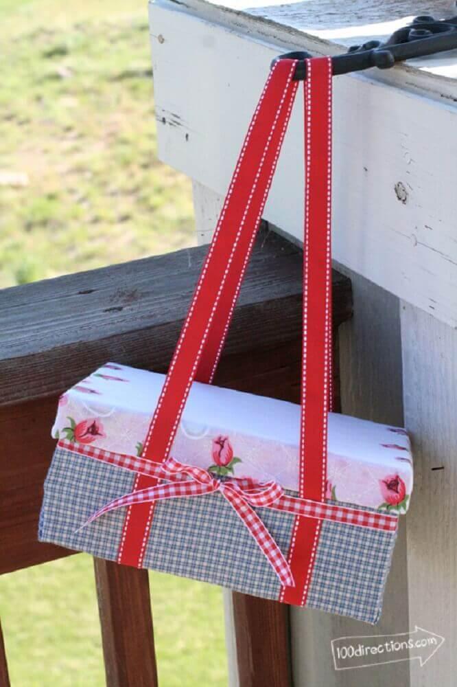 caixa de sapato decorada com tecido
