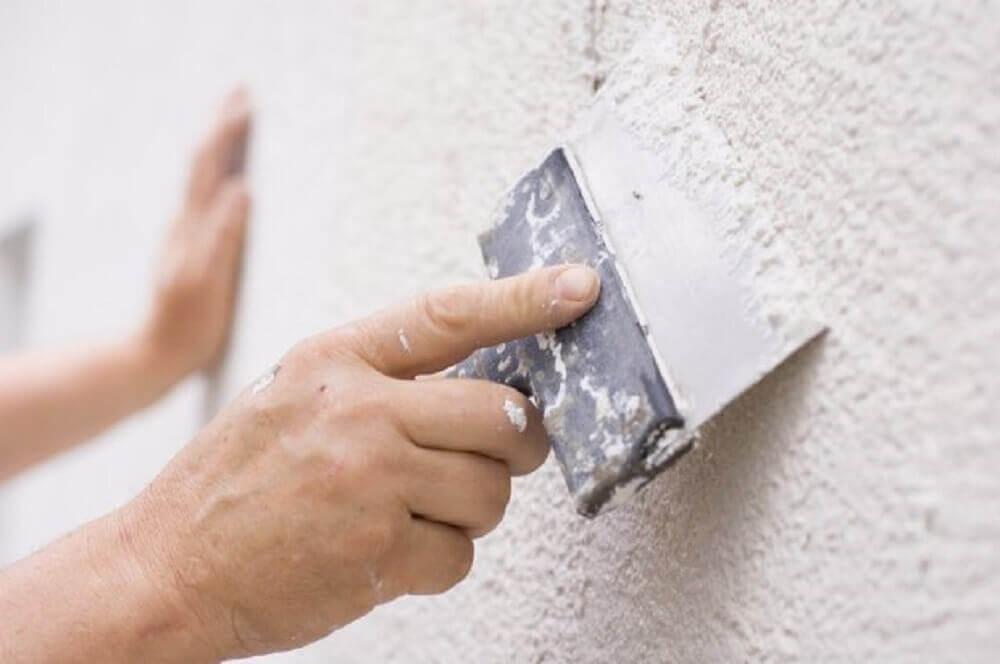 como aplicar gesso na parede