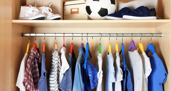 Como organizar guarda roupa