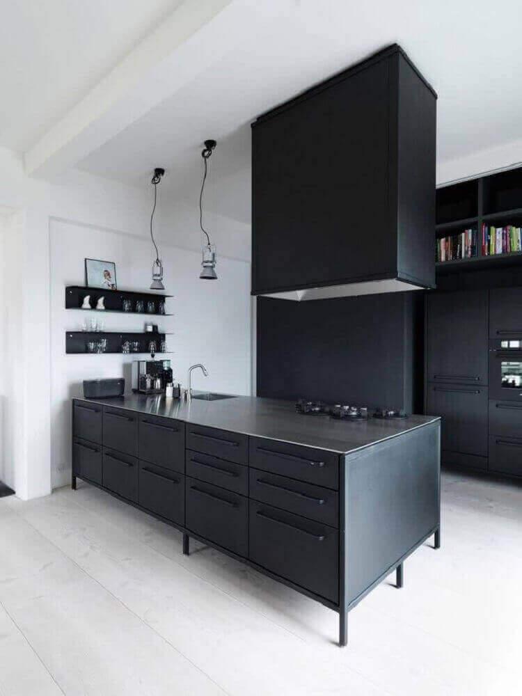 cozinha moderna preta e branco com luminária pendente