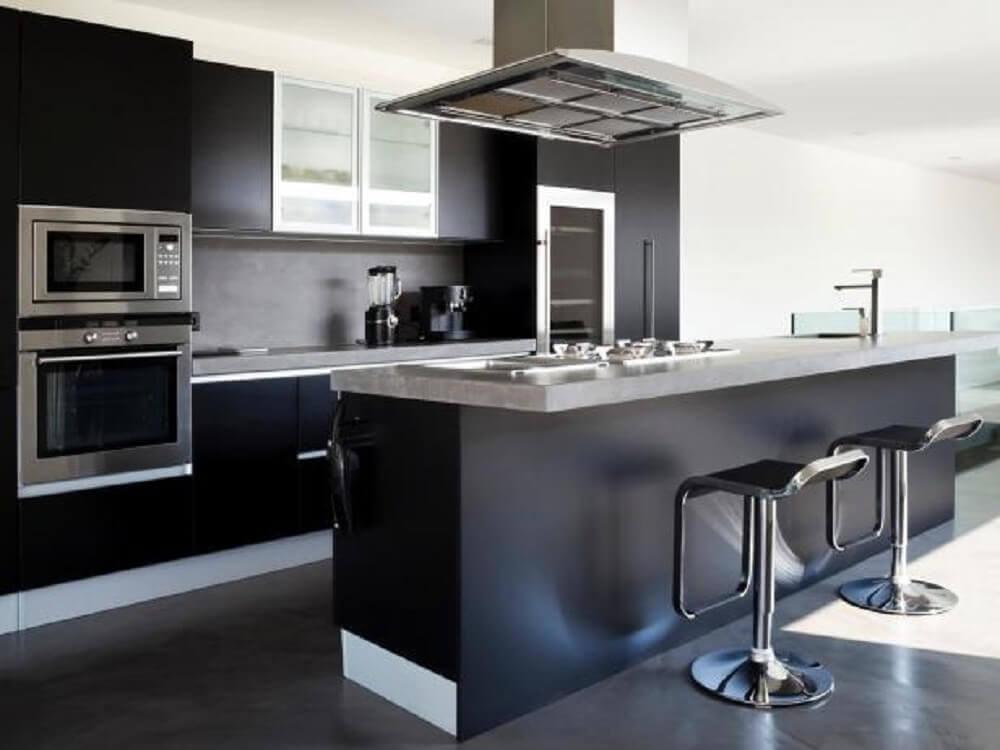 Ampla cozinha planejada preta