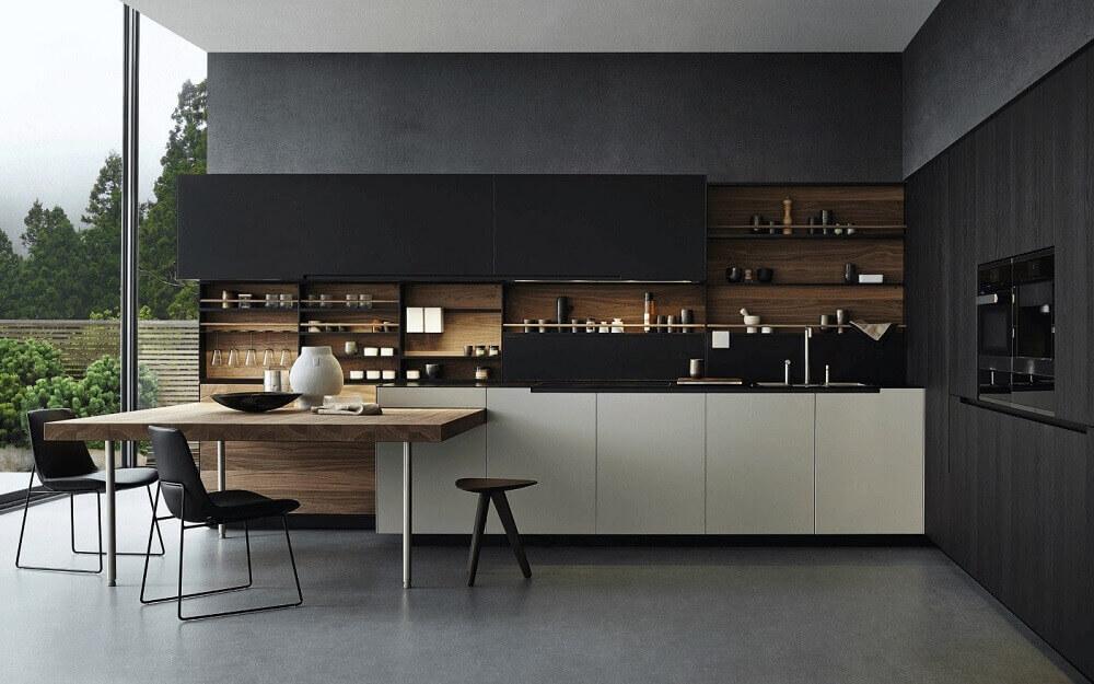 cozinha planejada preta com detalhes de madeira