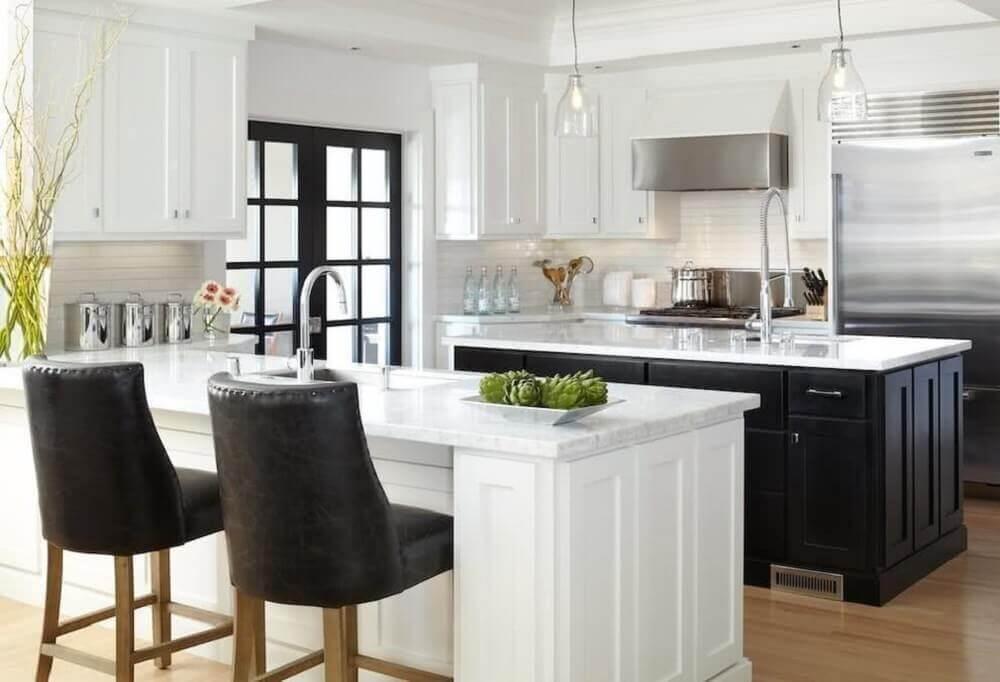 decoração clássica cozinha preta e branca