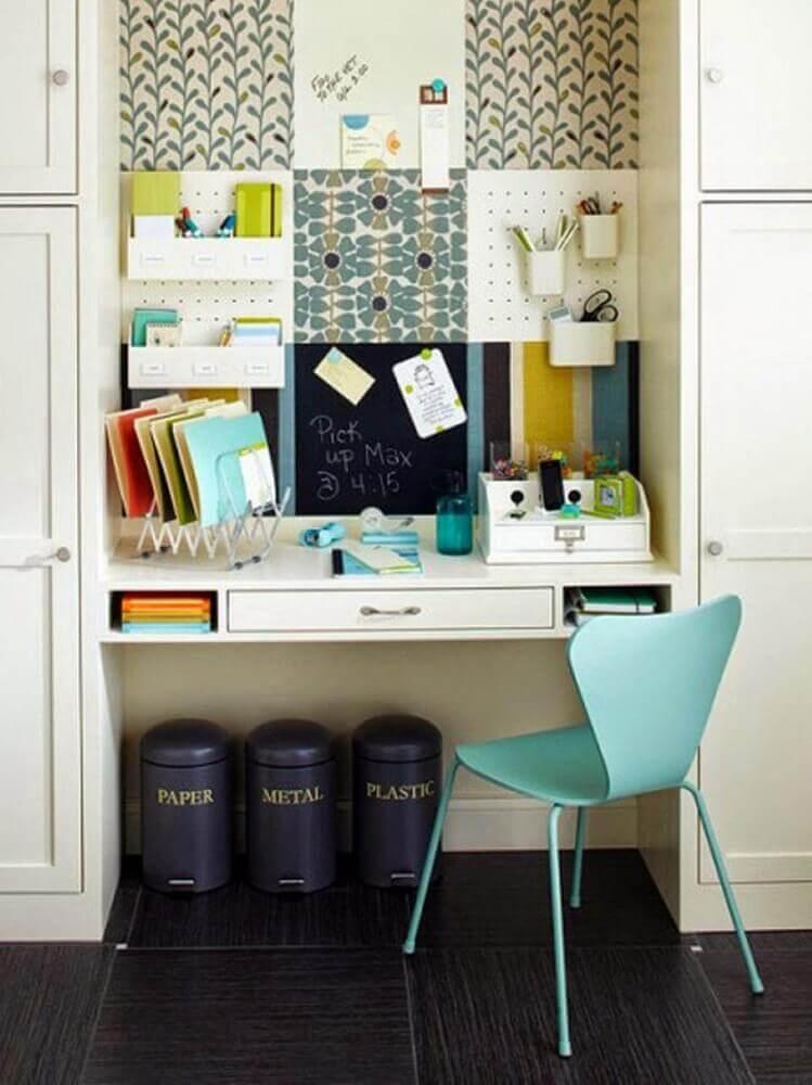 decoração com escrivaninha pequena