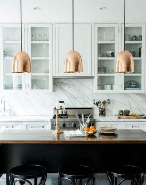 decoração com luminária para cozinha americana