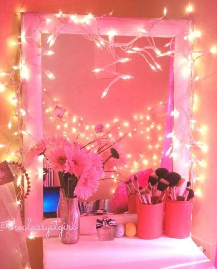 decoração com pisca pisca para penteadeira rosa