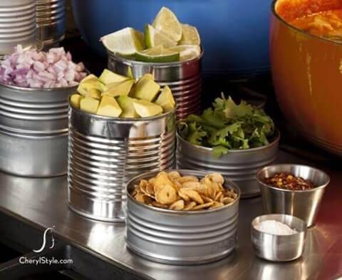 decoração de aniversário simples com lata de aluminio