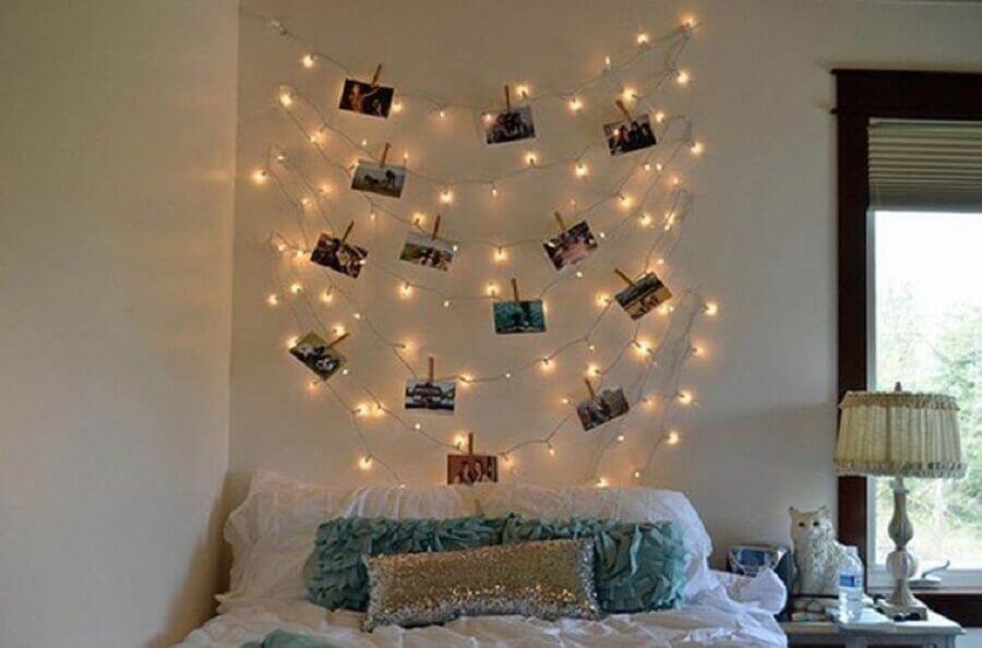 decoração de quarto com pisca pisca e varal de fotos