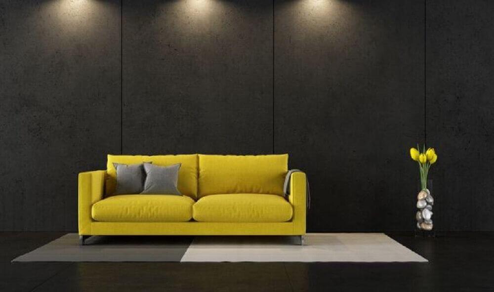 decoração de sala cinza e amarelo com paredes cinza escuras