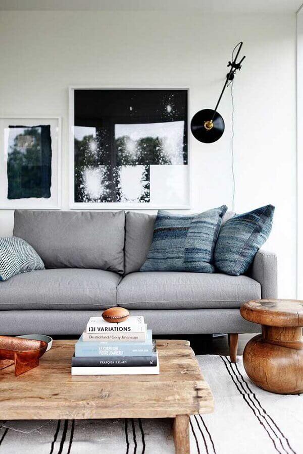 decoração de sala com sofá cinza e tapete listrado Foto Pinterest