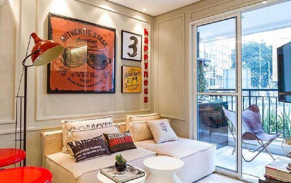 Decoração de sala pequena com almofadas decorativas
