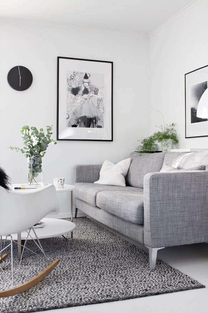 decoração clean para sala com sofá cinza