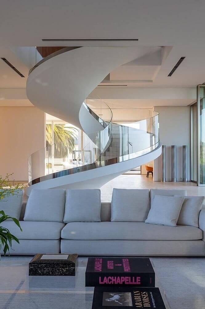 decoração escada caracol de concreto com vidro