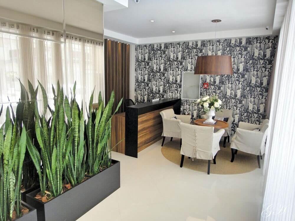 decoração escritório com vasos de plantas