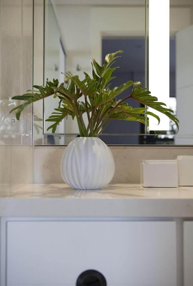 decoração de lavabo com vaso decorativo