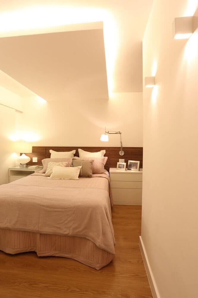 luminária para quarto embutida na parede