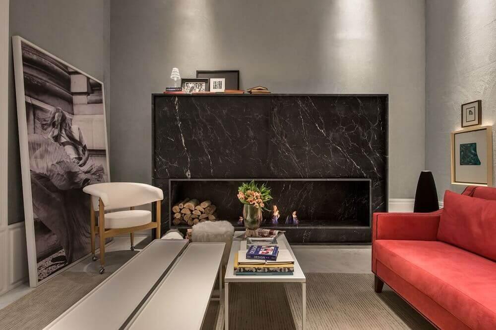 Decoração sofisticada de sala de estar vermelha com cinza