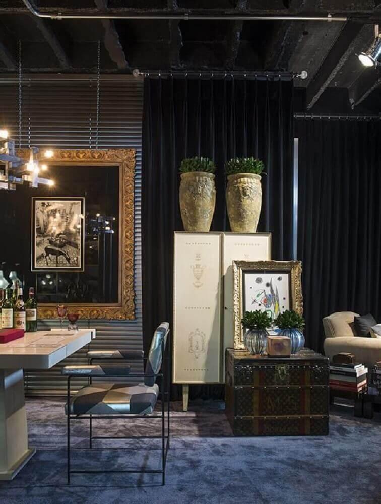 sala intimista com vasos decorativos