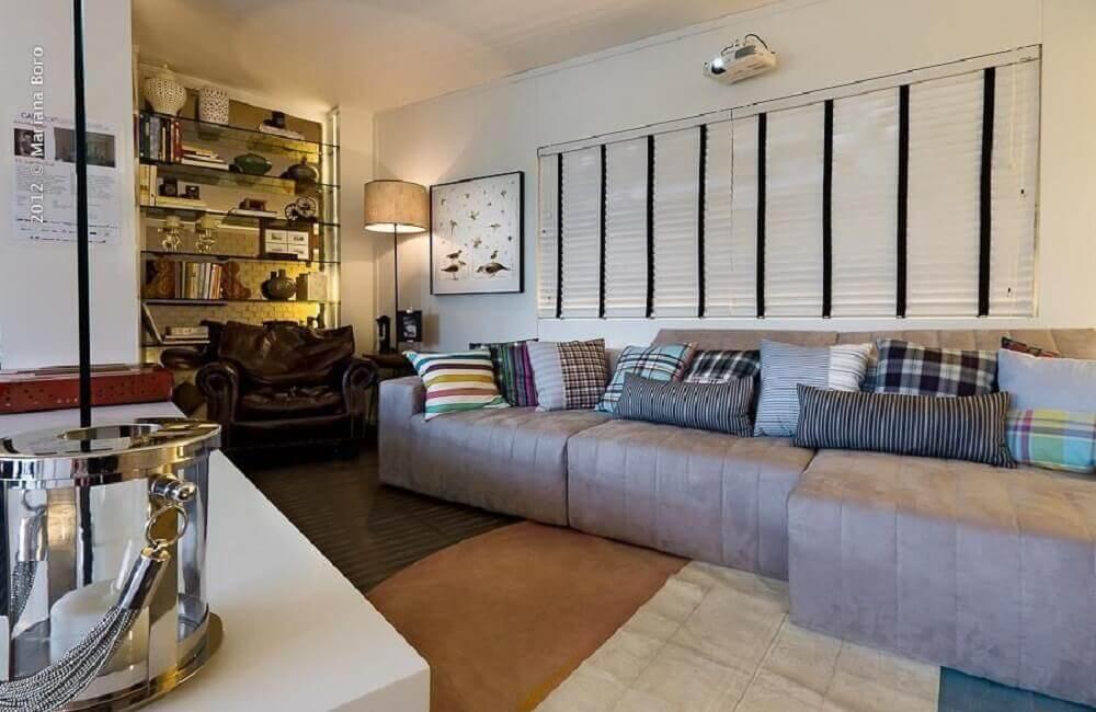 sala com sofá cinza e almofadas decorativas para sofá