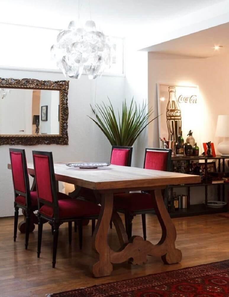 Modelo de espelhos decorativos para sala de jantar.