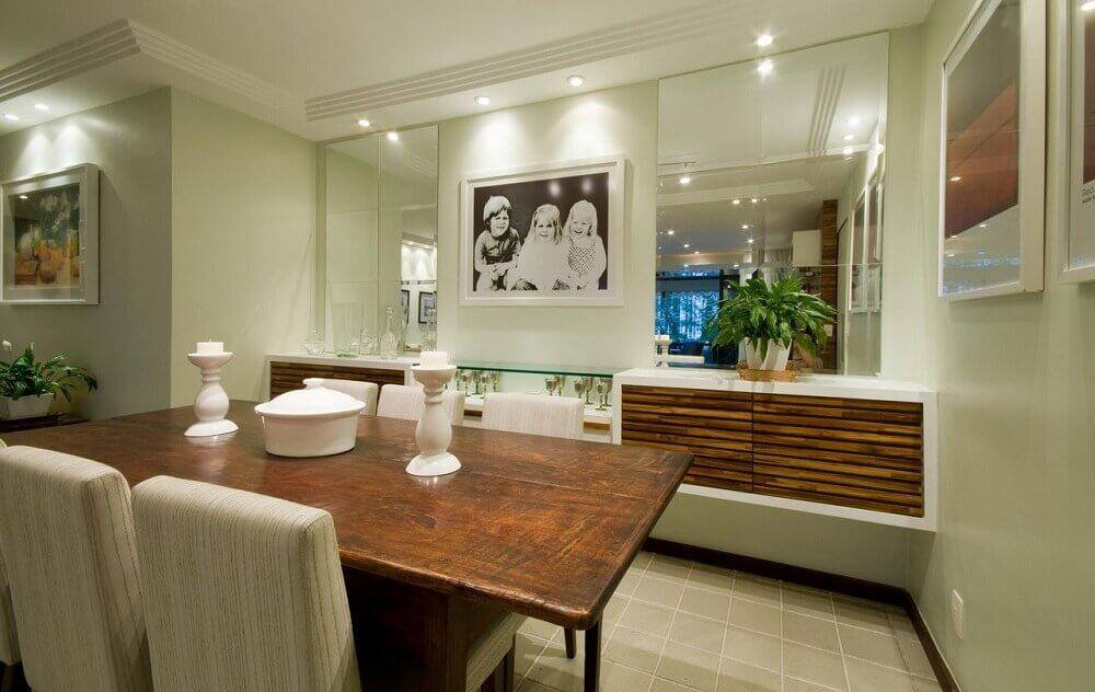 Modelo de buffet para sala de jantar com espelhos