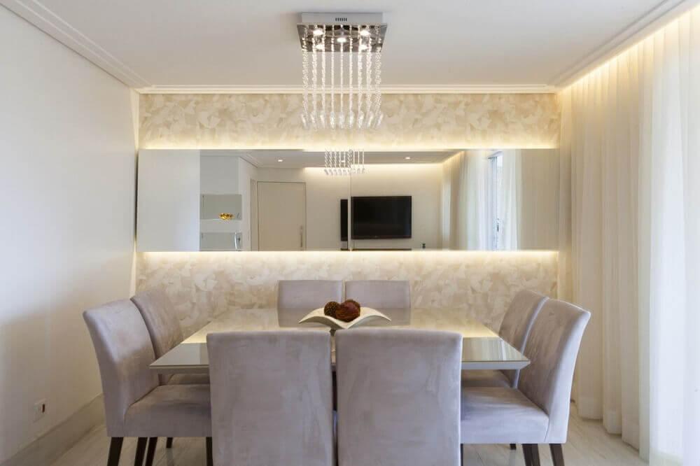 decoração clean com espelho para sala de jantar.