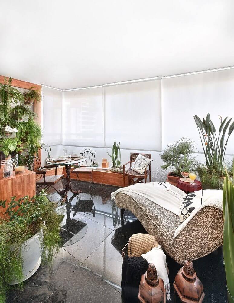 decoração de varanda com vasos de plantas