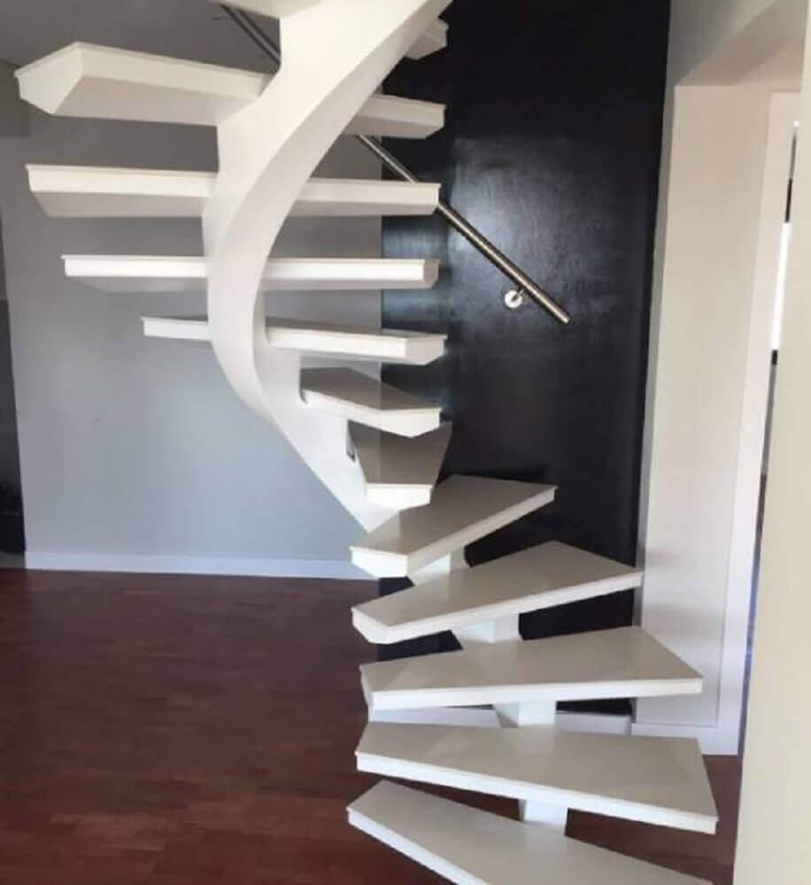 Escada caracol branca minimalista