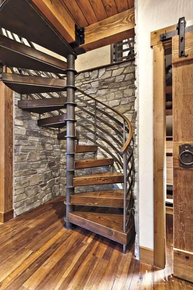 escada caracol de ferro com madeira
