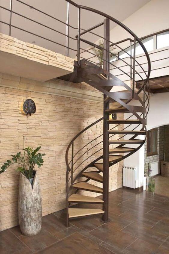 Sala moderna com escada caracol