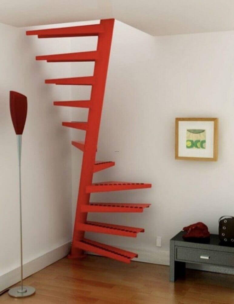escada caracol de ferro vermelha