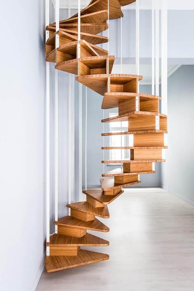 escada caracol de madeira com design minimalista