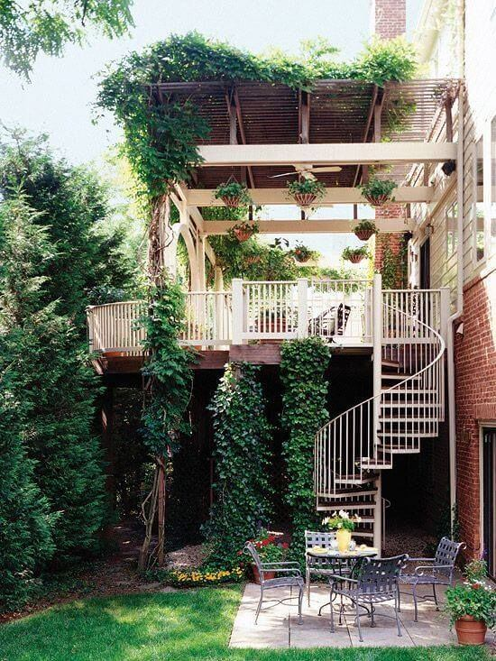 Escada caracol na área externa