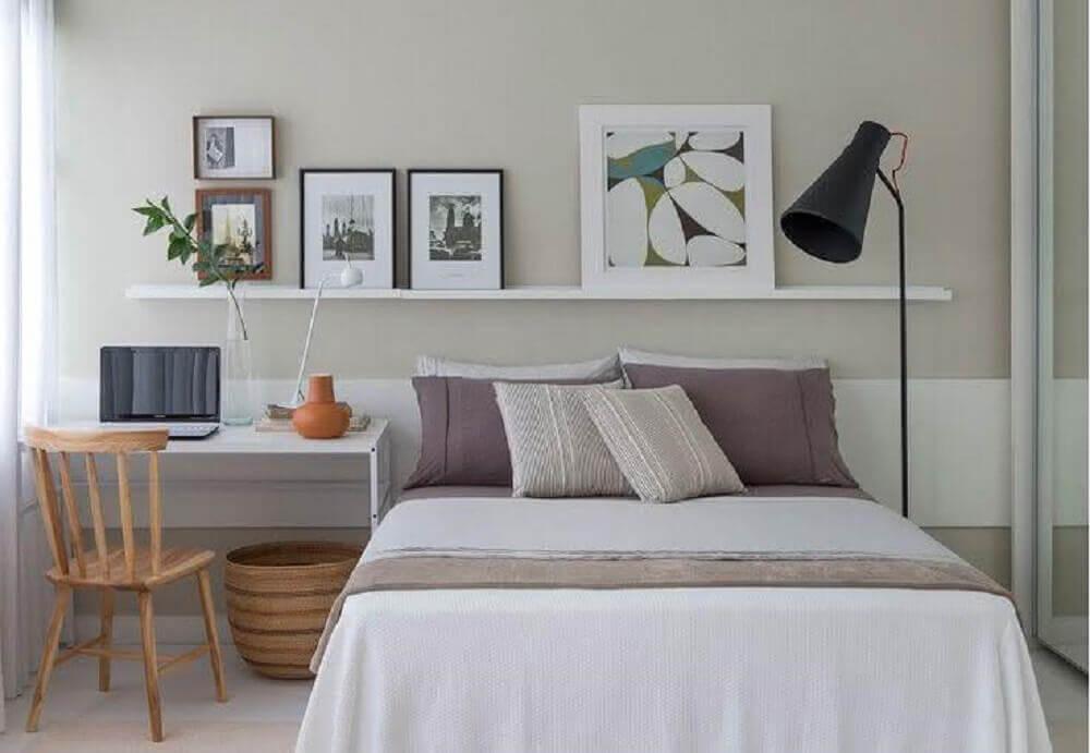 escrivaninha branca e simples para quarto de casal