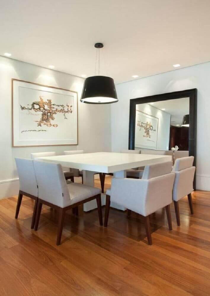 decoração com espelho para sala de jantar apoiado no piso